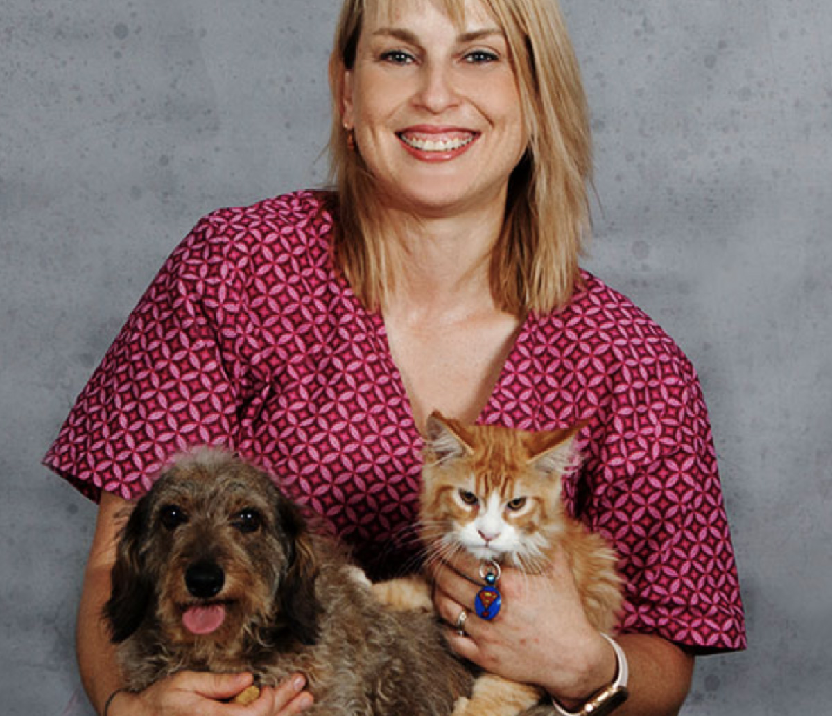 RCL - Ultra Pet | Karien with cat and dog